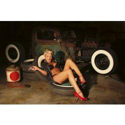 GIRL IN GARAGE fotótapéta, poszter, vlies alapanyag, 375x250 cm