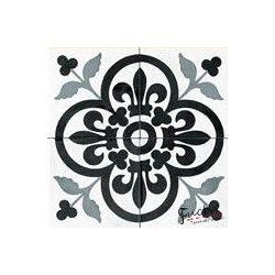 Fekete-fehér mintás matrica csempére